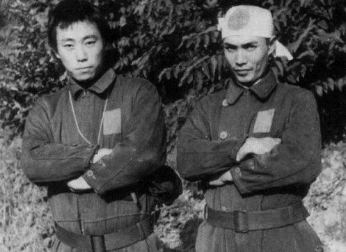 Куроки Хироси и Нисима Сэкио перед походом на «Кейтэн». 1945 г.