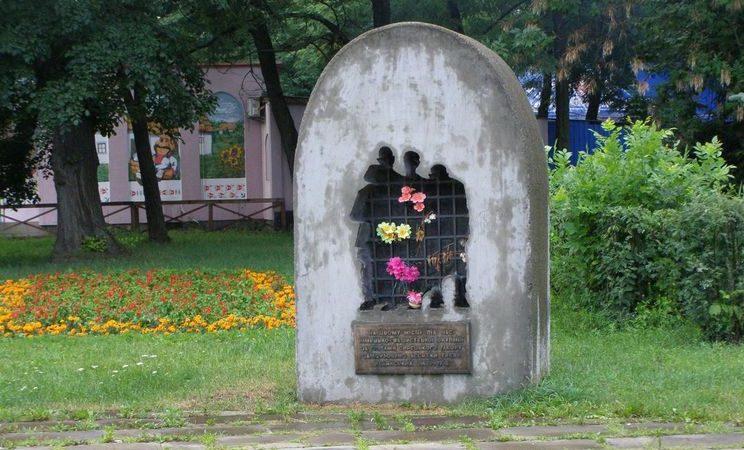 Памятный знак узникам Сырецкого концлагеря.