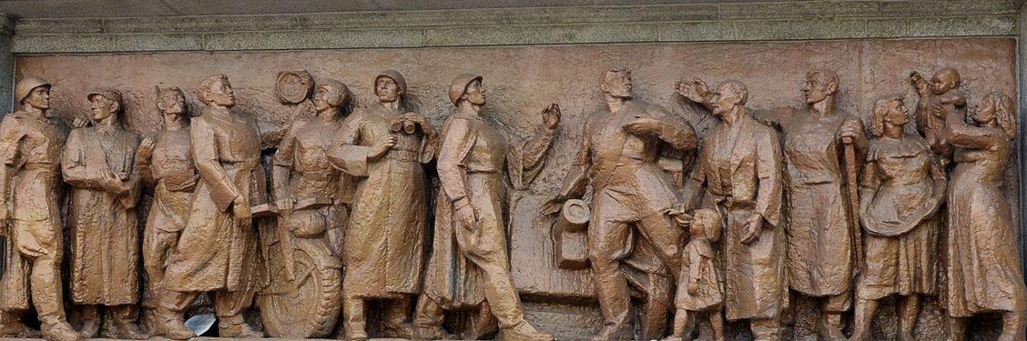 Скульптуры барельефа.