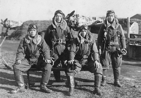 Пилоты-камикадзе корпуса Хакуреку. 1945 г.