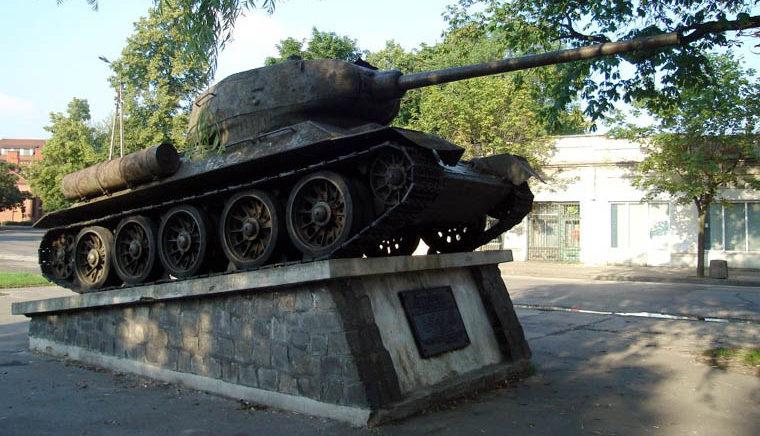 г. Скерневице. Памятник-танк по улице Сенкевича в честь воинов-освободителей.