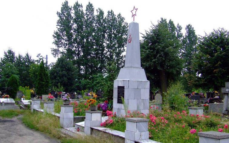 г. Сосновец, р-н Климонтув. Памятник на братских могилах на церковно-приходском кладбище по улице 15 декабря, в которой похоронено 48 советских воинов, в т.ч. 46 неизвестных.