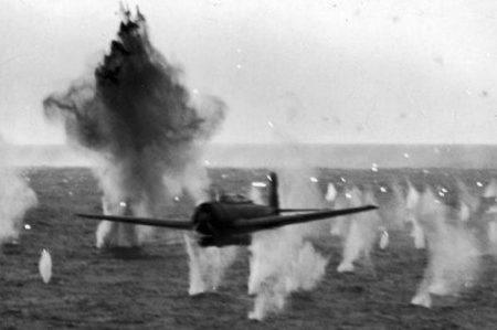 Атака камикадзе. 1944 г.