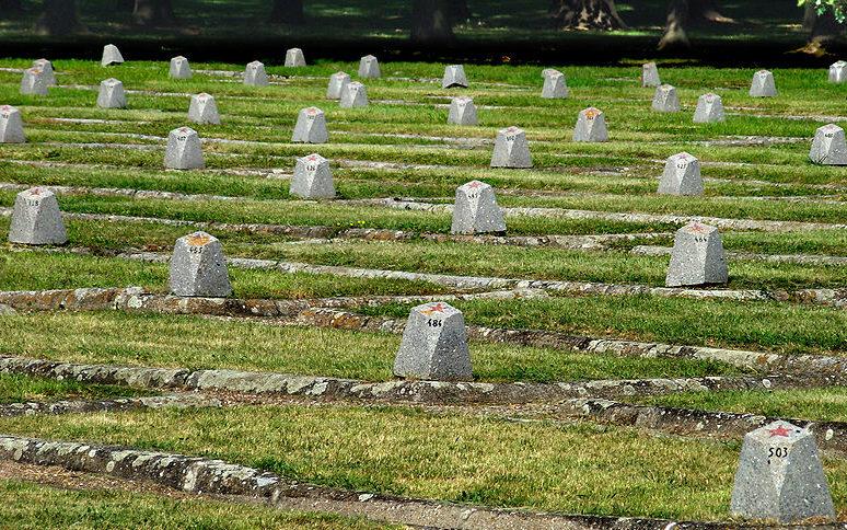 Братские могилы мемориала.