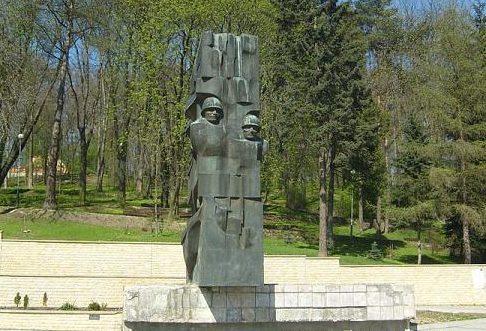 г. Санок. Памятник благодарности советским воинам был установлен в 1977 году. В октябре 2016 года был демонтирован.