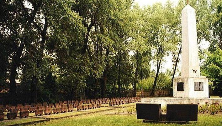 г. Хожув. Воинское кладбище по улице Я. Кальлюса, где захоронено 377 советских воинов, в т.ч. 199 неизвестных.
