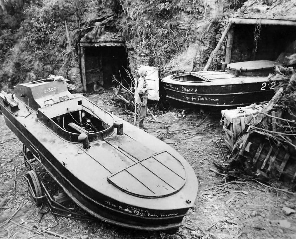 Катер «Sinyo Туре 1» на острове Окинава. 1945 г.