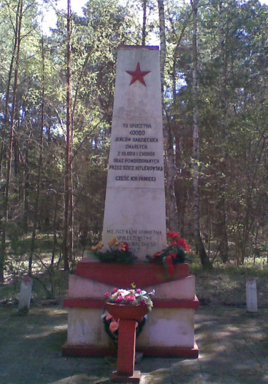 д. Калилув, гмина Бяла Подляска. Памятник на месте захоронений 40 тысяч жертв филиала концлагеря Фронтшталага – лагеря «С».