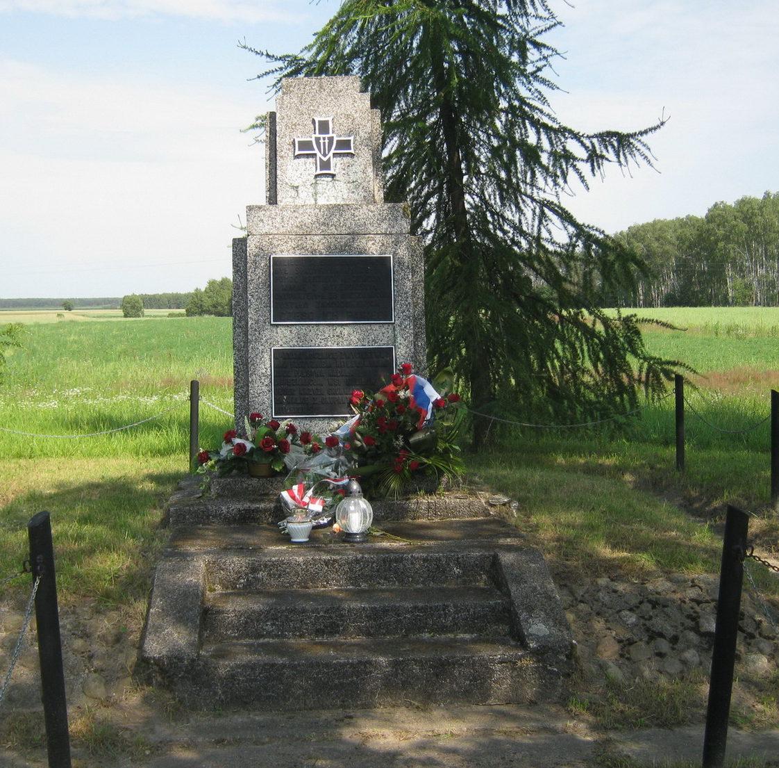д. Калилув, гмина Бяла Подляска. Памятный знак погибшим польским гражданам в Шталаге-307.