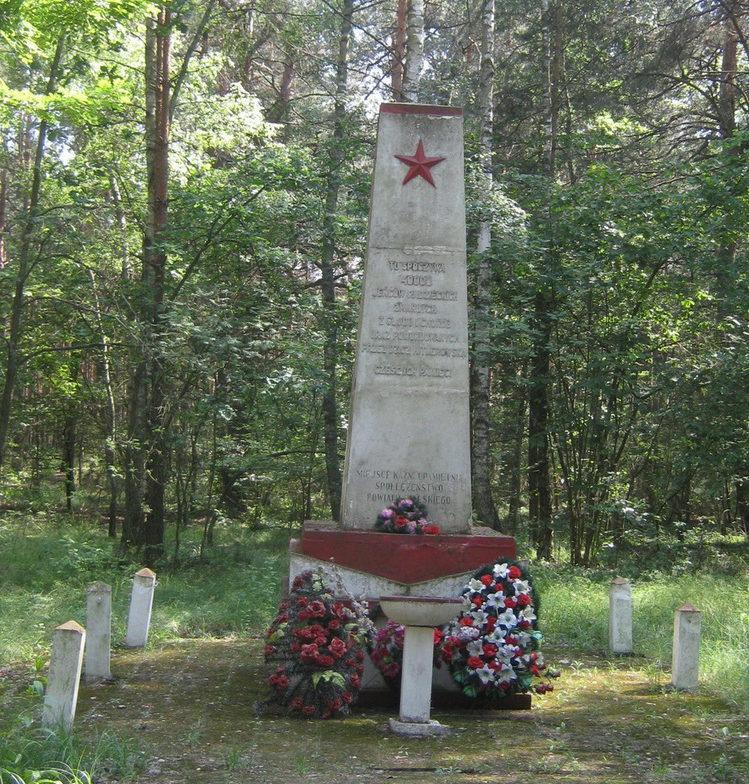 д. Холя, гмина Бяла Подляска. Обелиск на месте гибели 40 тысяч советских военнопленных из Шталага-307.