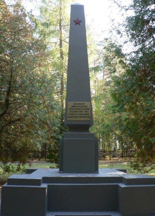 г. Аугустув. Памятник по улице Зажече на воинском кладбище, где похоронено 1 509 советских солдат, в т.ч. 774 неизвестных, погибших в годы войны.