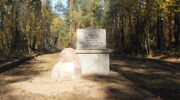 д. Холя, гмина Бяла Подляска. Памятник на месте филиала Фронтшталага - лагеря «В».