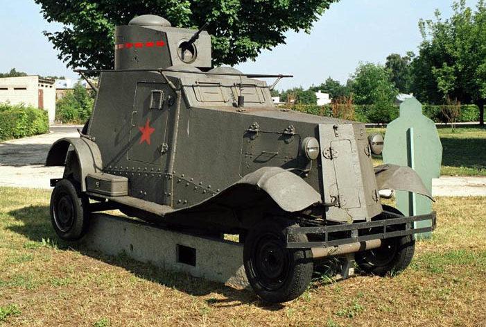 г. Белосток. Бронеавтомобиль ФАИ, установленный по улице генерала Йожефа Бема.