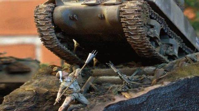 Атака танка шестовой миной.