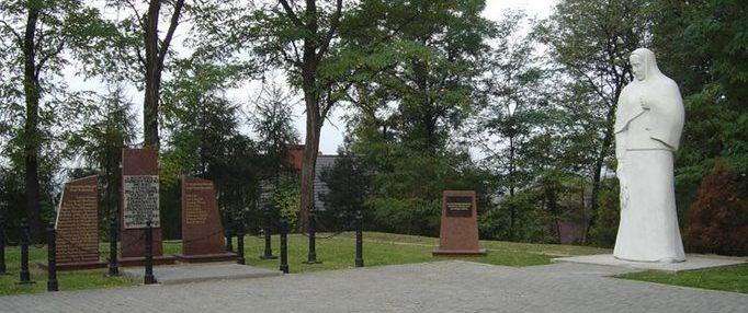 г. Ястшембе-Здруй. Воинское кладбище по улице Гура Вызволеня, где похоронено 900 советских воинов, в т.ч. 889 неизвестных, погибших в годы войны.