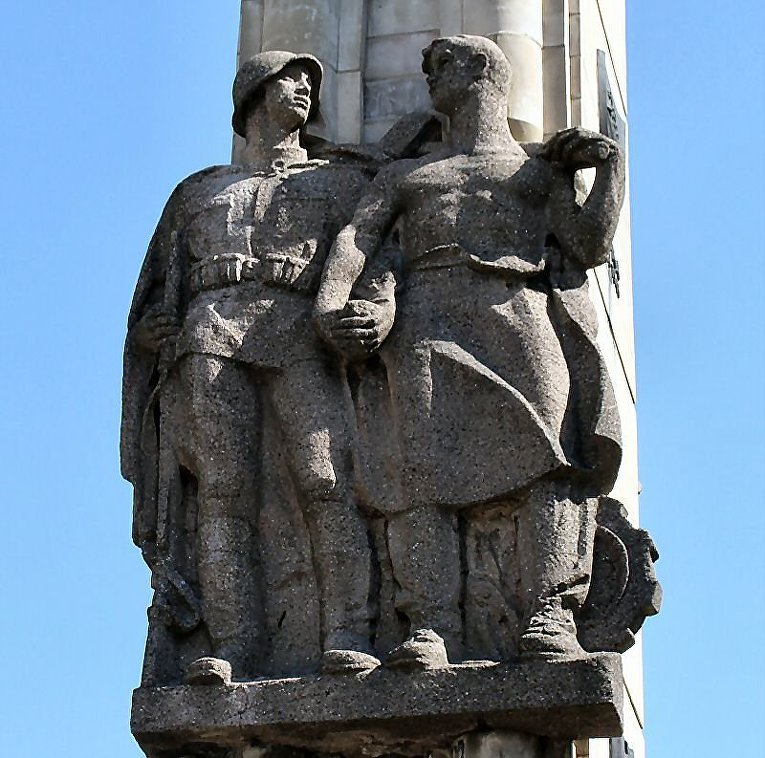 Скульптурный фрагмент памятника.