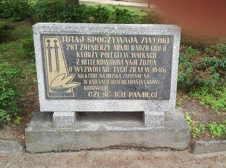 Мемориальная доска на братском захоронении.