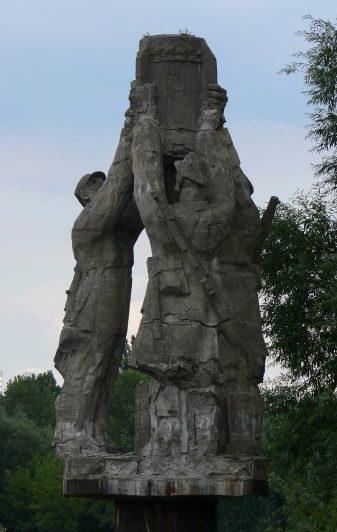 Скульптура мемориала «Слава сапёрам».