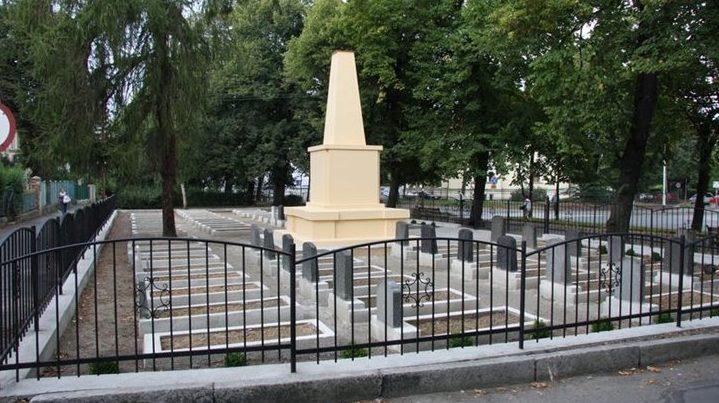 г. Зомбковице-Слёнске. Воинское кладбище по улице 1 Мая, где похоронен 91 советских воин, в т.ч. 48 неизвестных, погибших в годы войны.