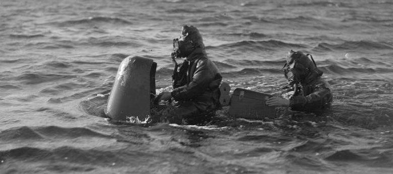 Chariot Mk 1 с экипажем в море. Ротсей. Март 1944 г.