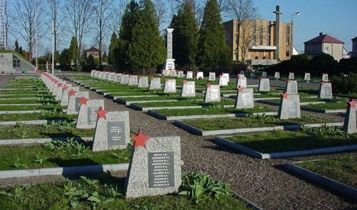 г. Бельск Подляски. Воинское кладбище, где захоронено 2 173 советских воинов, в т.ч. 1 982 неизвестных.