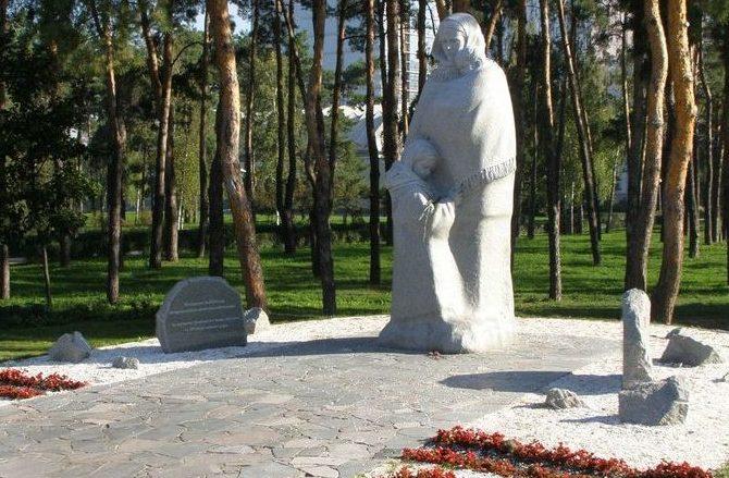 Памятник вдовам.