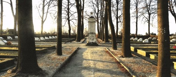 г. Стопница, повят Буско. Воинское кладбище по улице Костюшко, 2, где похоронено 1 891 советских воинов, в т.ч. 1 734 неизвестных, погибших в годы войны.