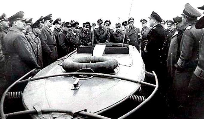 Демонстрация взрывающегося катера-торпеды типа «Linsen».