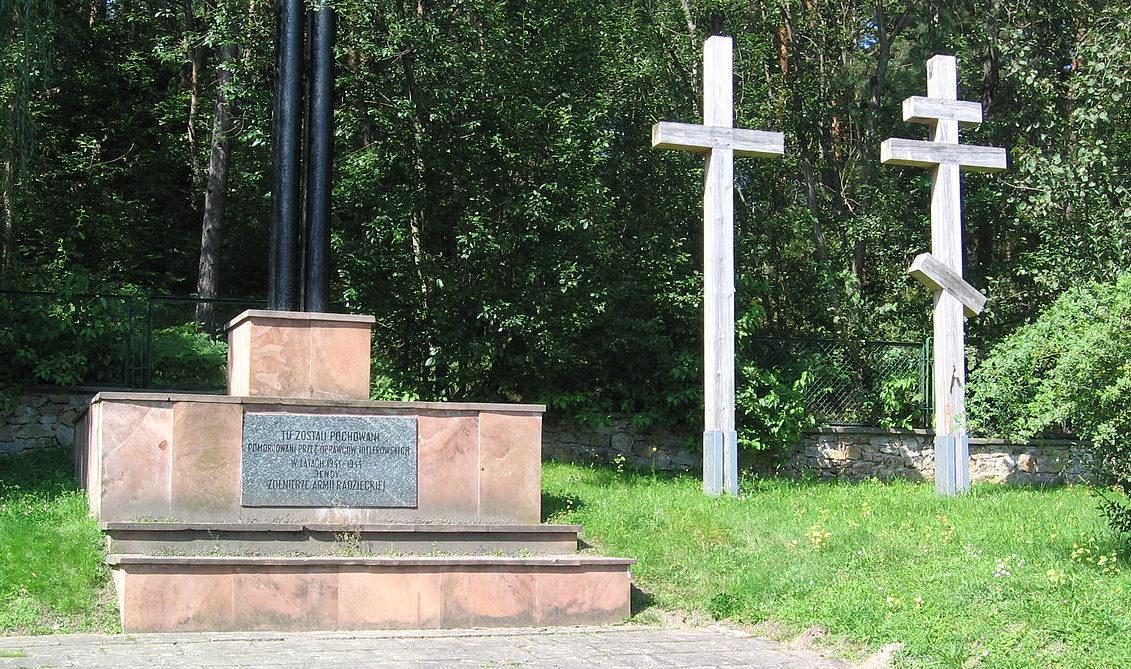 г. Кельце. Воинское кладбище, где захоронено 11 200 советских военнопленных, погибших в концлагере возле Кельце.