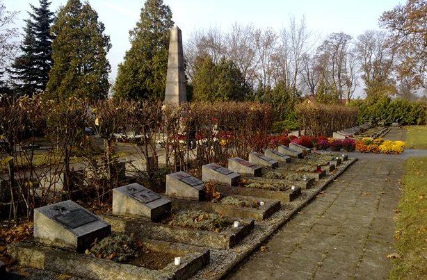 г. Любин. Воинское кладбище по улице Марии-Кури, где похоронено 348 советских воинов.