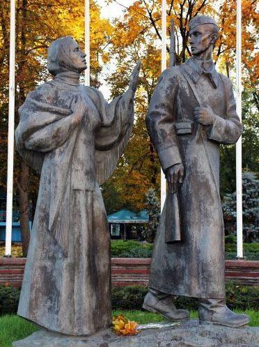 Памятник Женщине Великой Отечественной Войны.