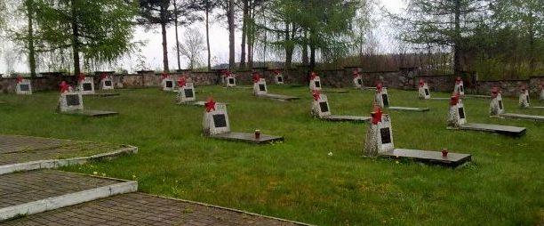 Братские могилы воинов.