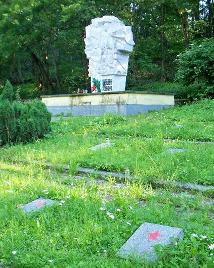 г. Кельце. Кладбище советских военнопленных, где захоронено 6 тысяч человек, погибших в концлагере.