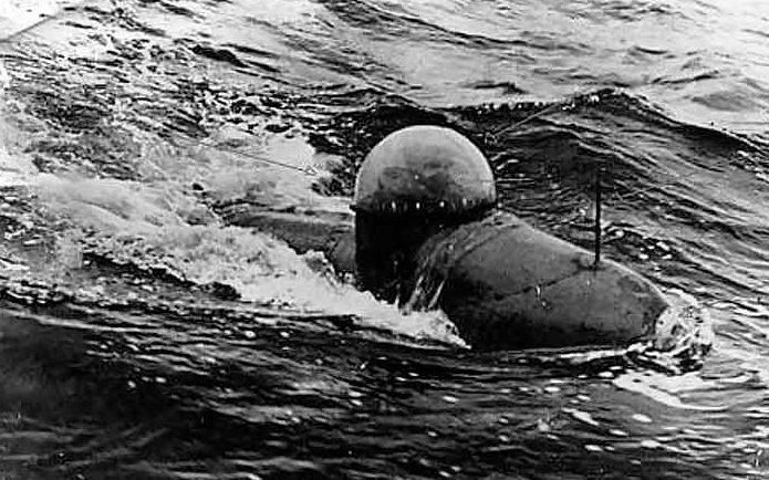 Человеко-торпеда «Neger» в море.