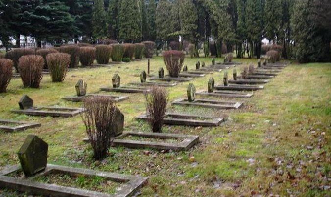г. Олесница. Воинское кладбище, где захоронено 1 283 советских воинов.