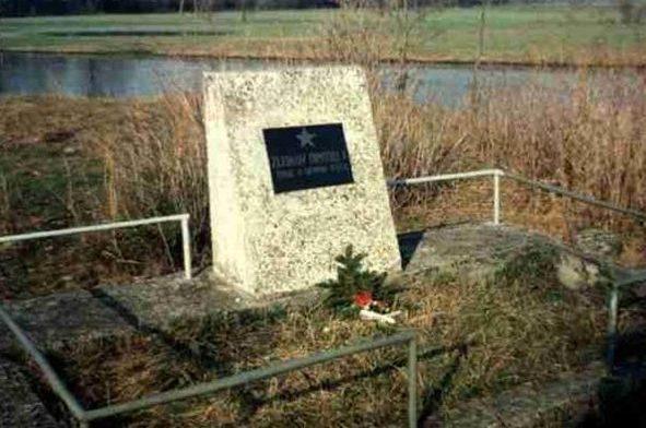 д. Карповице, Сокульский повят. Памятник на солдатской могиле.