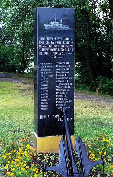 Памятник матросам канонерской лодки «Верный» по улице Электриков был установлен в 2002 году в парке Моряков рядом с монитором «Железняков» на Рыбальском полуострове. Лодка воевала в составе Пинской речной флотилии и погибла в 1941 году.