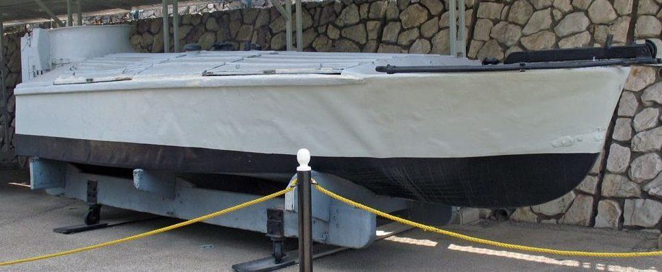 Взывающейся катер типа МТМ на музейной площадке.