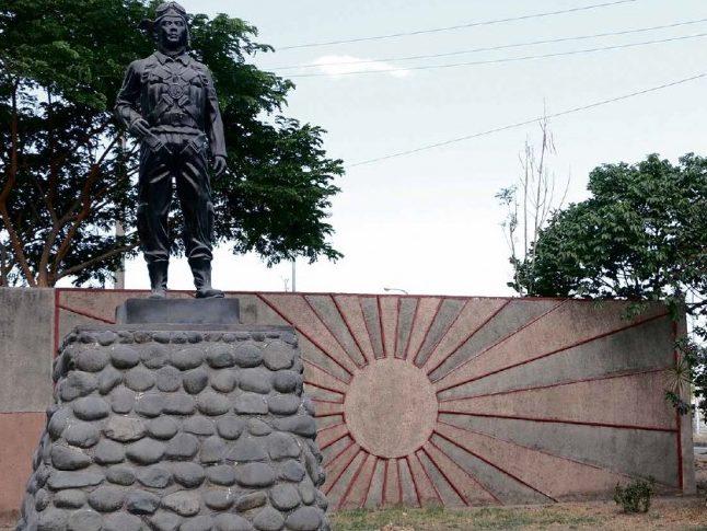 Памятник камикадзе в городе Мабалакат. Филлипины.