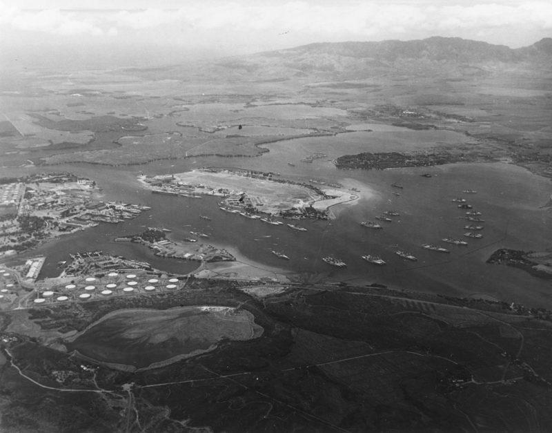 Аэрофотосъемка Перл-Харбора с американским флотом на причалах. 3 мая 1940 г.