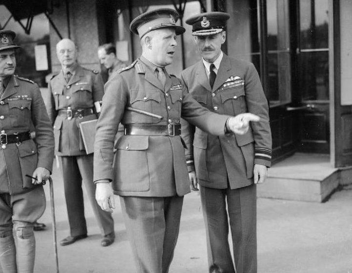 Лорд Горт (в центре) - командующий BEF.