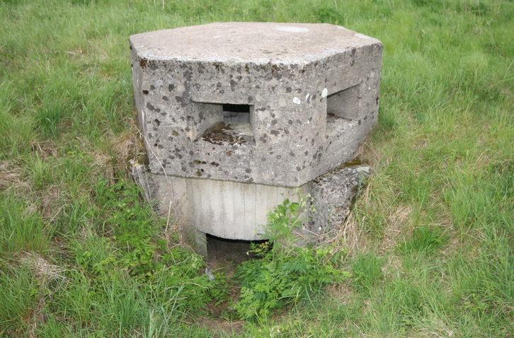 ДОТ типа «Тобрук» с бетонным колпаком.
