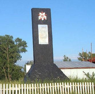 с. Ситняки Макаровского р-на. Памятный знак на рубеже обороны по реке Сдвиж.