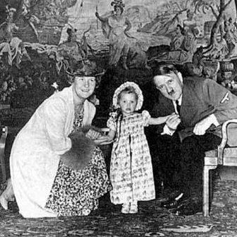Эмма и Эдди Геринг с Гитлером.