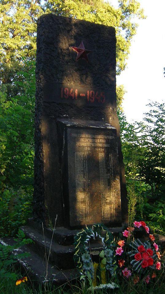 с. Юровка Макаровского р-на. Памятник воинам, погибшим в годы войне.