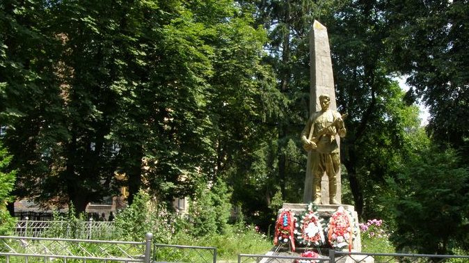 г. Фастов. Памятник по улице Садовой воинам-освободителям.
