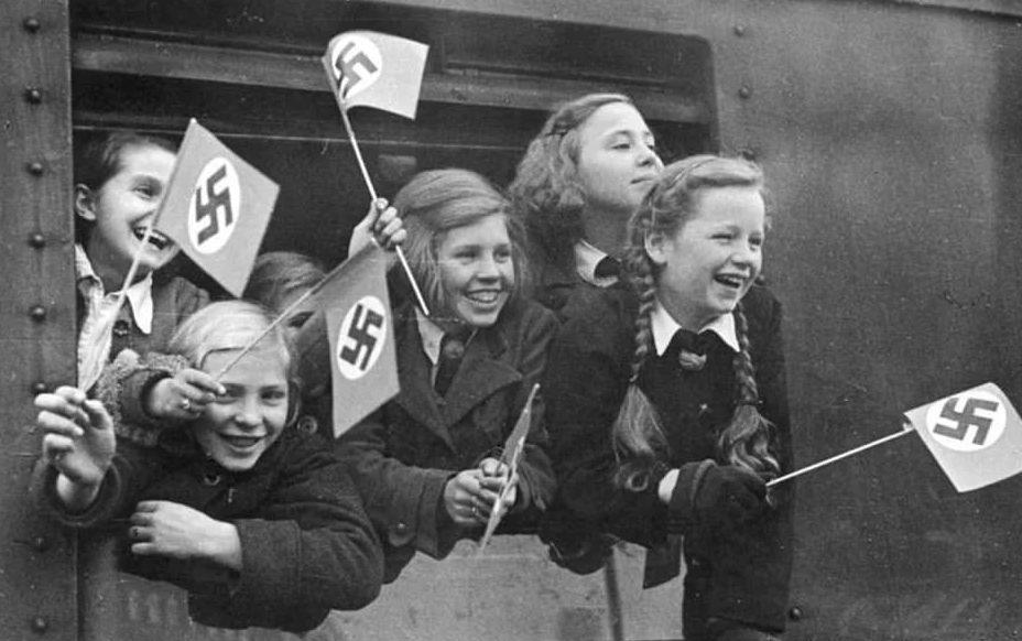 Отъезд девочек в тренировочный лагерь.