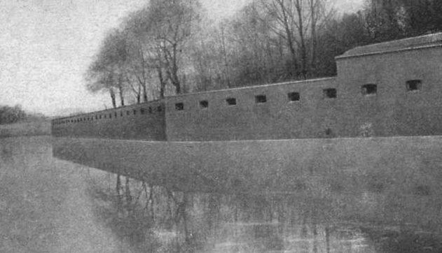 Стена форта в Кенигсберге.