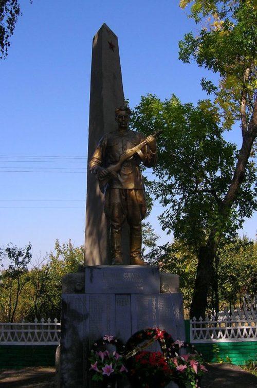 с. Ясногородка Макаровского р-на. Памятник на братской могиле воинов, погибших в боях за село.