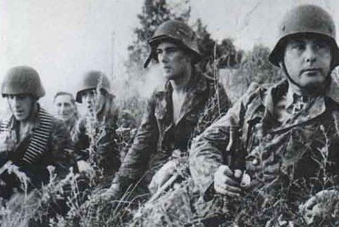 Эстонские эсэсовцы в бою в августе 1944 г.